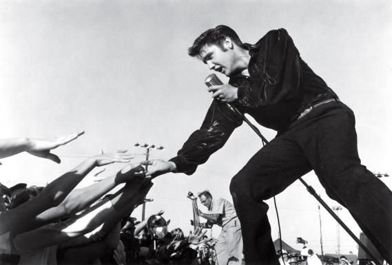Elvis Presley in Tupelo, Mississippi  Sept 26, 1956  © 1978 Roger MarshutzÑMPTV