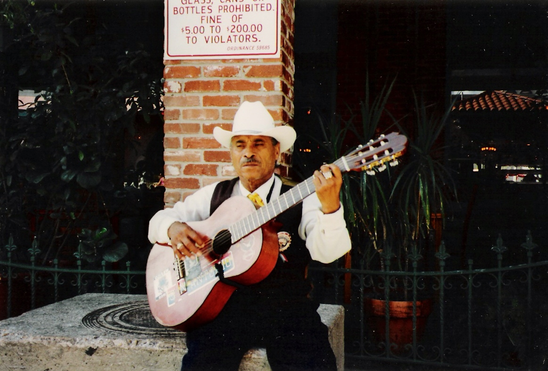 sant antonio street musician