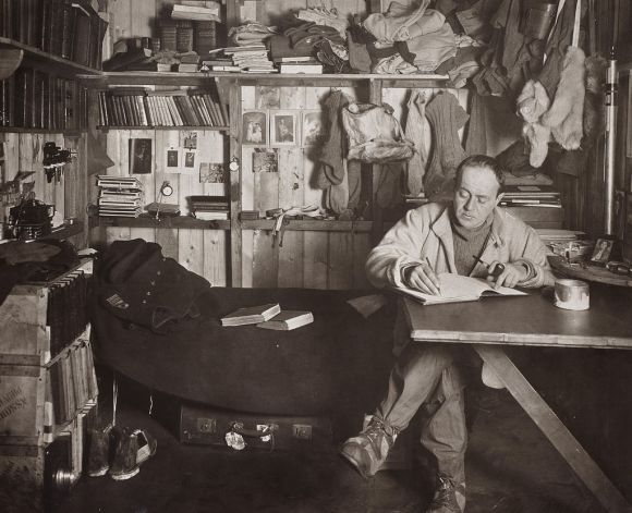 Robert_Falcon_Scott_in_the_Cape_Evans_hut,_October_1911